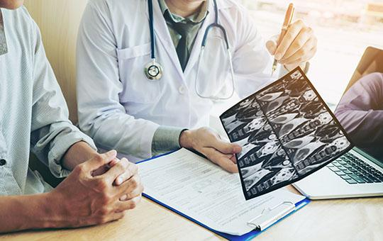 Кто лечит астму, пульмонолог или аллерголог